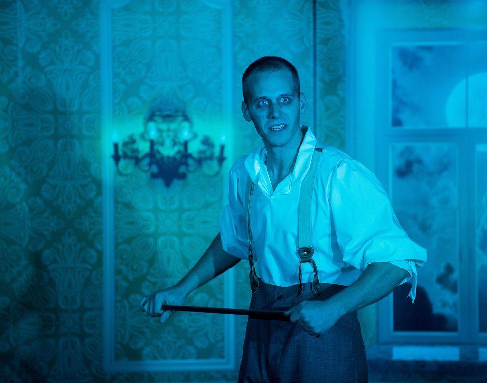 Dr. Jekyll & Mr. Hyde In der Irrenanstalt hat Mr Bradshaw das Sagen Foto Alexa Sommer --001